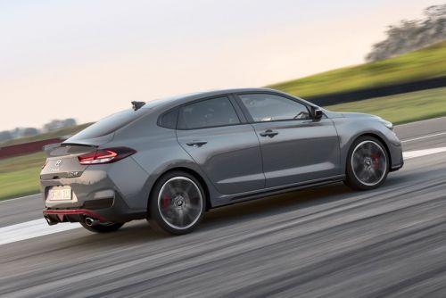 """У Hyundai появится """"заряженный"""" i30 с двигателем 250 л.с."""