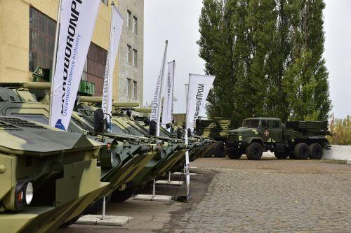 Украинские военные получили 16 танков и 5 БТР