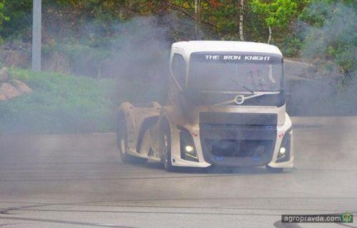 Как едет самый быстрый грузовик в мире. Видео