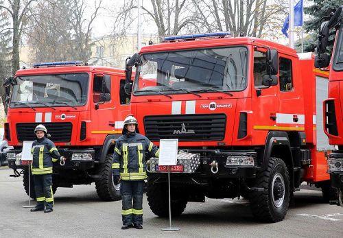 Киевские спасатели начали получать обновленные пожарные автомобили