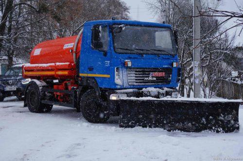 В этом году многие поселки уже не боятся снегопадов. Фото