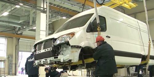 В Беларуси собрали первые серийные микроавтобусы МАЗ