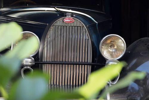 В заброшенном гараже нашли бесценные Bugatti
