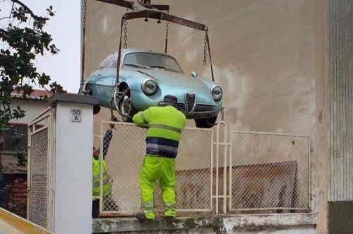 Простоявшую 35 лет на подземной парковке Alfa Romeo продали за 600 тысяч евро