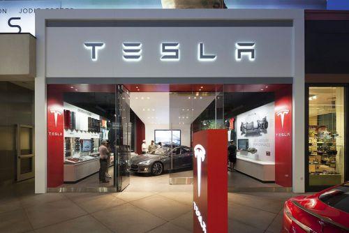 Tesla успела закрыть 10% автосалонов и испугалась последствий