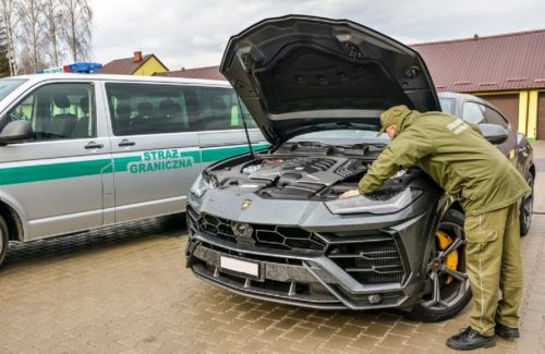 В Польше задержали украинца на угнанном Lamborghini Urus