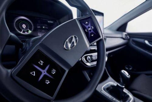 В будущих моделях Hyundai будет сенсорный руль и виртуальная панель приборов