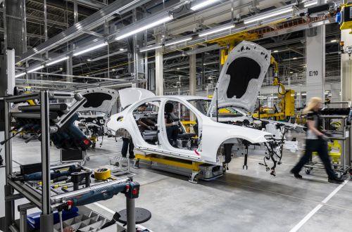 В России начал работать завод Mercedes-Benz