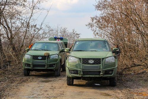 Санитарные внедорожники «Богдан» участвуют в гуманитарных миссиях на Донбасе