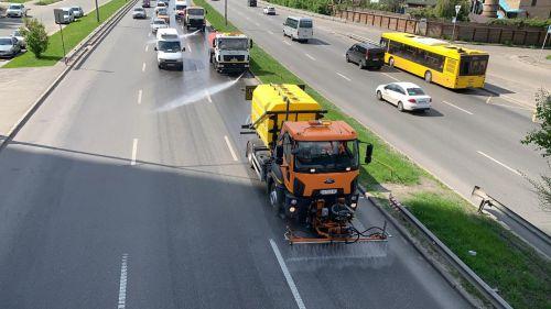 """""""Киевавтодор"""" начал использовать современные мойки высокого давления для уборки улиц"""