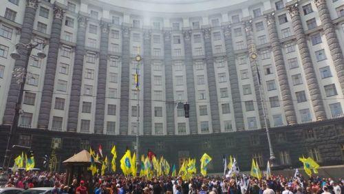 «Евробляхеры» протестовали сегодня под Кабмином. Какие их требования?