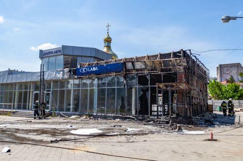 В Днепре сожгли автосалон Lada