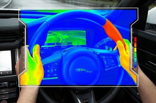 Jaguar тестирует сенсорный руль с обратной связью