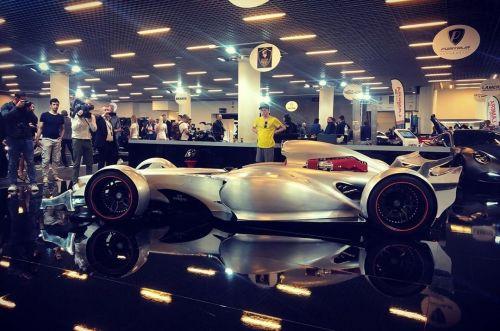 В Монако презентовали болид Формулы1 для езды по дорогам общего пользования