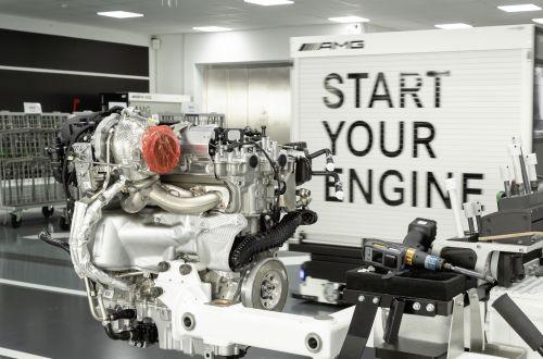 Mercedes-AMG удалось на серийном двигателе с 2-литров снять 387 л.с.