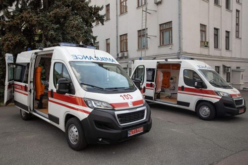"""Зеленский анонсировал поставку 200 единиц карет """"скорой помощи"""" для больниц в городах и райцентрах"""