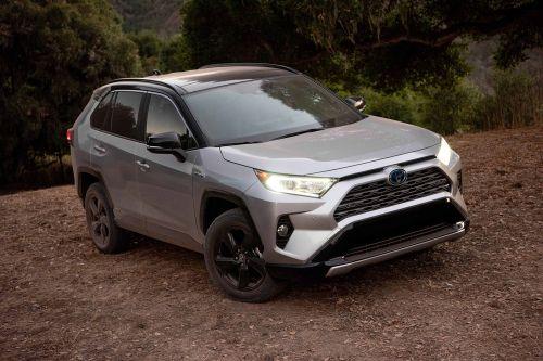 Toyota установит две системы специально для забывчивых водителей