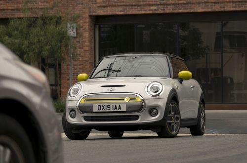 Mini представила серийную электрическую версию Cooper SE