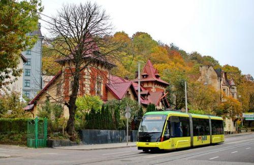 Львов закупит 10 трамваев и 100 автобусов
