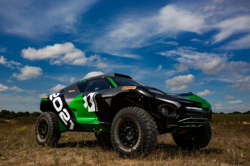Новые шины Continental дебютировали на экстремальном электрическом SUV