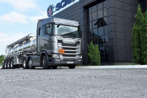 Scania поставила в Украину тягач с нестандартным седлом