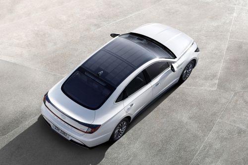 Гибридная Hyundai Sonata будет иметь крышу из солнечных батарей