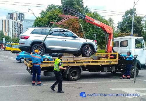 Сколько авто эвакуируют в Киеве за сутки