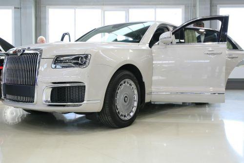 На российский лимузин Aurus нашелся первый покупатель. Кто им стал?