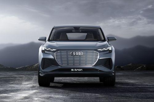 Audi в качестве опции предложила выбирать рисунок света фар