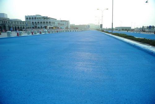 В Катаре сделали голубую дорогу