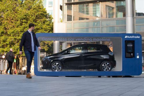Renault экспериментирует с новыми форматами продаж авто без участия человека