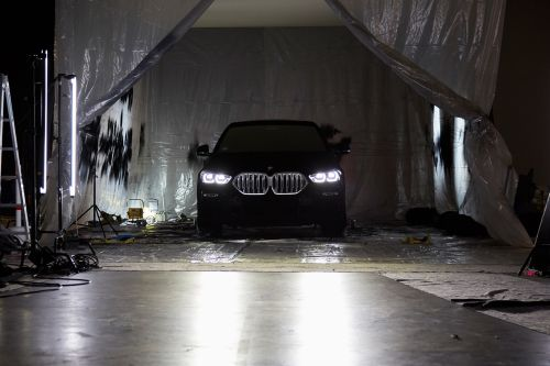 """BMW представит во Франкфурте X6 с """"самой черной краской в мире"""""""