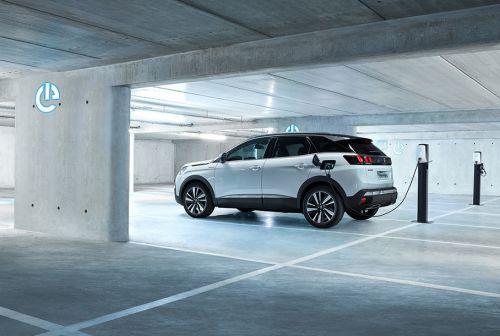 Peugeot представила гибридный кроссовер 3008 с полным приводом