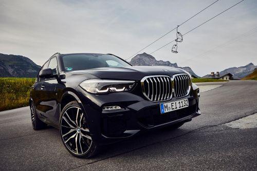 BMW объявила о старте продаж в Европе подключаемого гибрида X5 xDrive45e