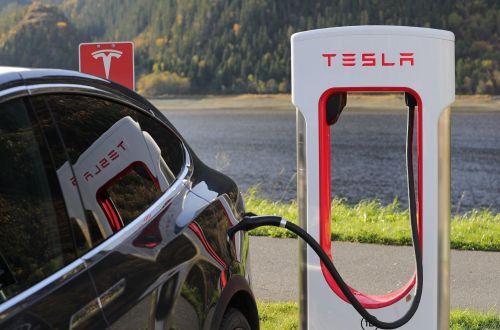 Tesla представит революционную технологию для электрокаров