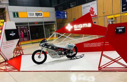 В аэропорту Харькова установили стенд с первым украинским мотоциклом, установившем мировой рекорд скорости