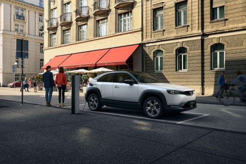 Mazda представила свой первый электрокроссовер
