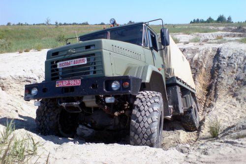 В АвтоКрАЗ сообщили сколько армейской техники поставили военным с 2014 года