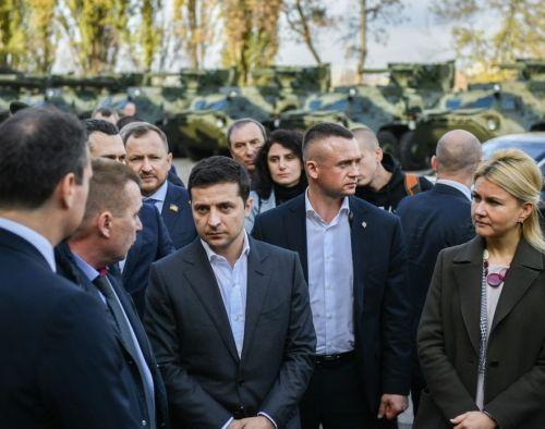 Президент Владимир Зеленский разбирался в причинах срыва сроков поставки БТР для ВСУ - БТР