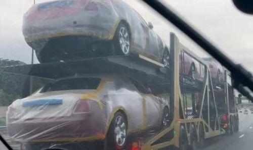 Король африканской страны купил в подарок родственникам 120 BMW и 19 Rolls-Royce