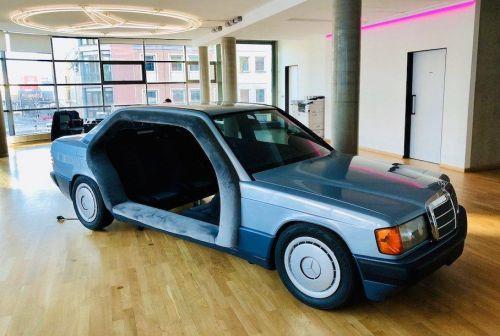 В Германии из старого Mercedes-Benz сделали переговорную комнату. Фото