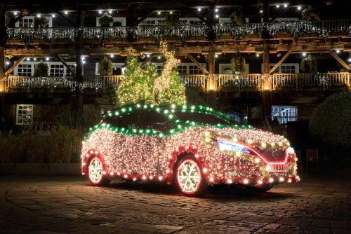 Из Nissan LEAF сделали рождественскую ёлку