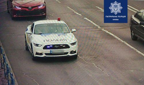 В Киеве задержали псевдополицейский Ford Mustang блогеров