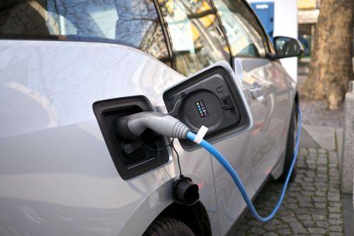В Верховной Раде появился законопроект, который закрепит льготы на электромобили и некоторые гибридные авто