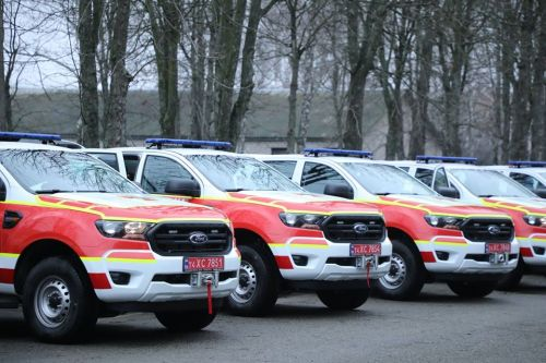 Украинские спасатели получили 31 автомобиль Ford Ranger