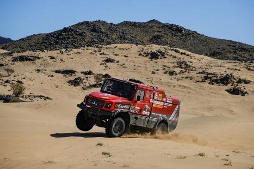 Экипаж МАЗа идет вторым на Дакар-2020