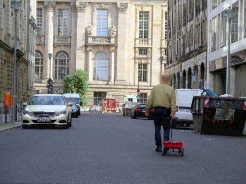 Художник из Берлина придумал способ, как обмануть Google Maps