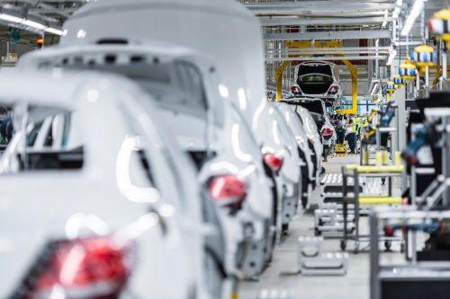 Mercedes-Benz может сократить 15 тыс. сотрудников