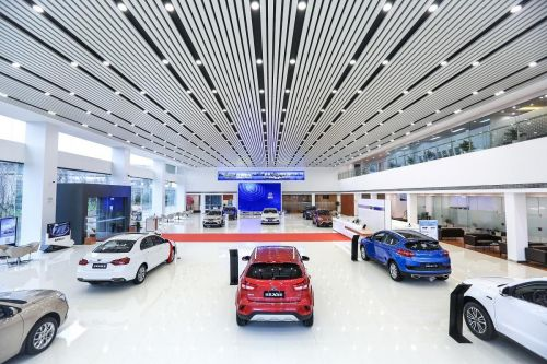 В Китае возобновили выпуск машин, но их не покупают
