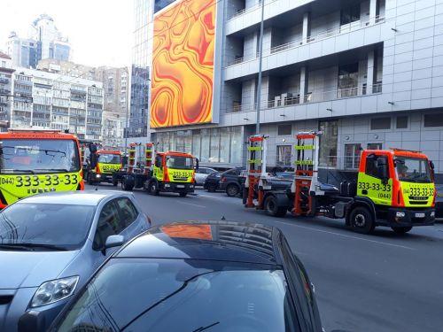 В Киеве показали подготовку эвакуаторов к охоте на автомобили